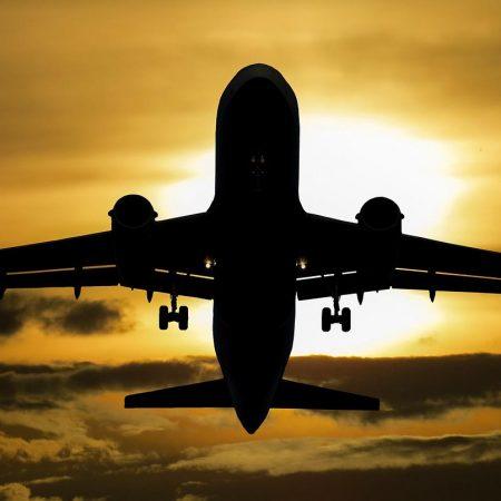 avião sol nuvens