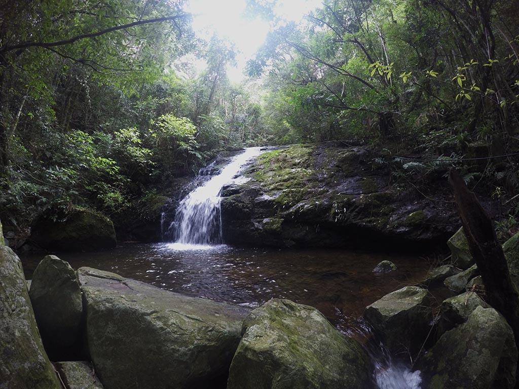 cascata trilha nascente