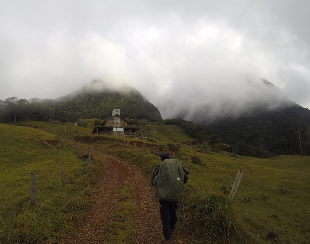 homem canion tajuvas trekking