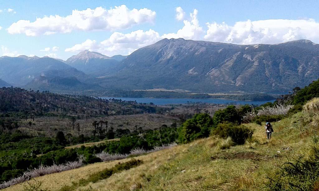lago mulher trekking