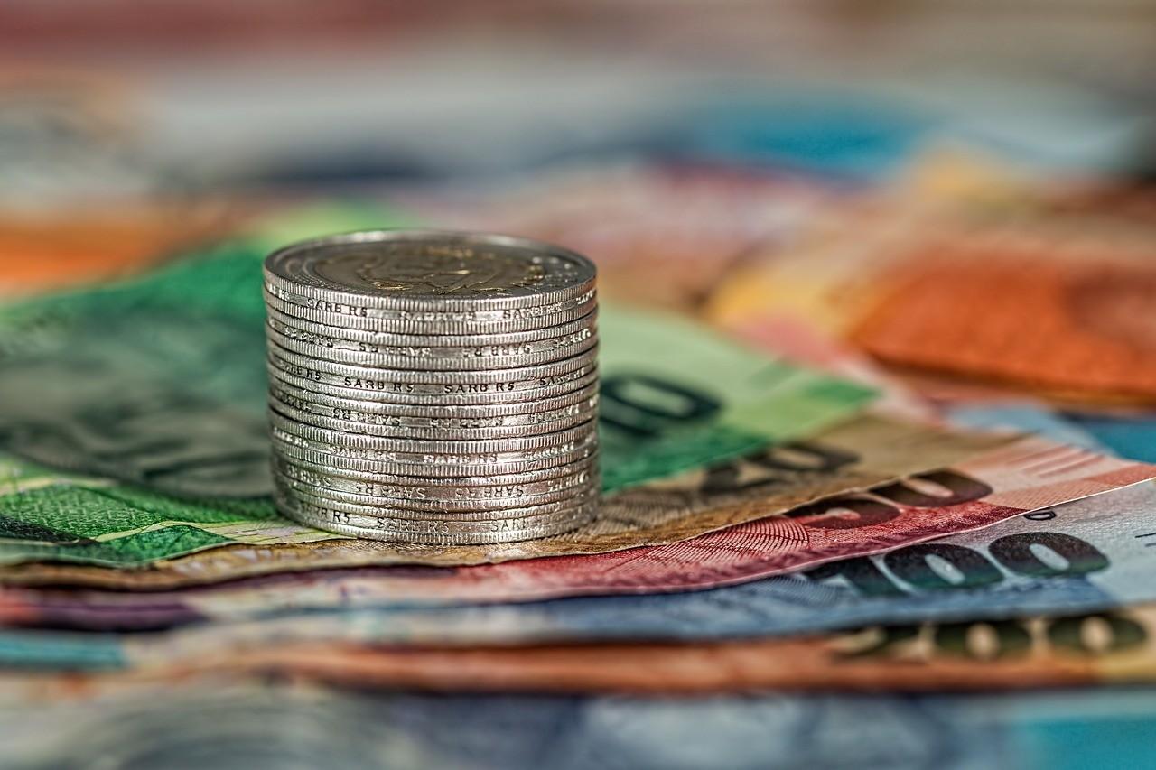 melhor forma de levar dinheiro em viagem